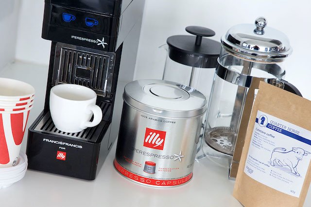 illy-coffee-machine-and-Quarter-Horse-ground-coffee-72px