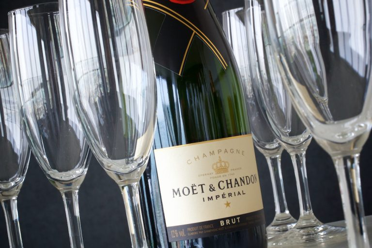 Bottle of Moet & Chandon champagne with glasses - 72px