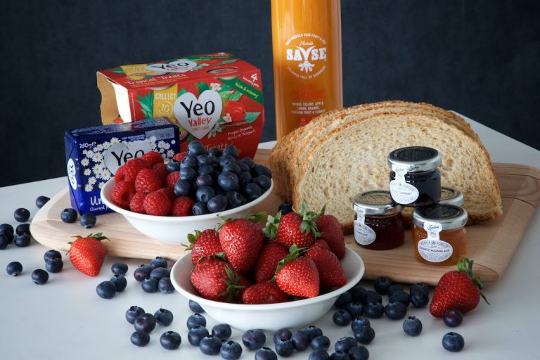 Yoghurt-bread-preserves-fruit-and-juice-fit-and-fruity-package-72px