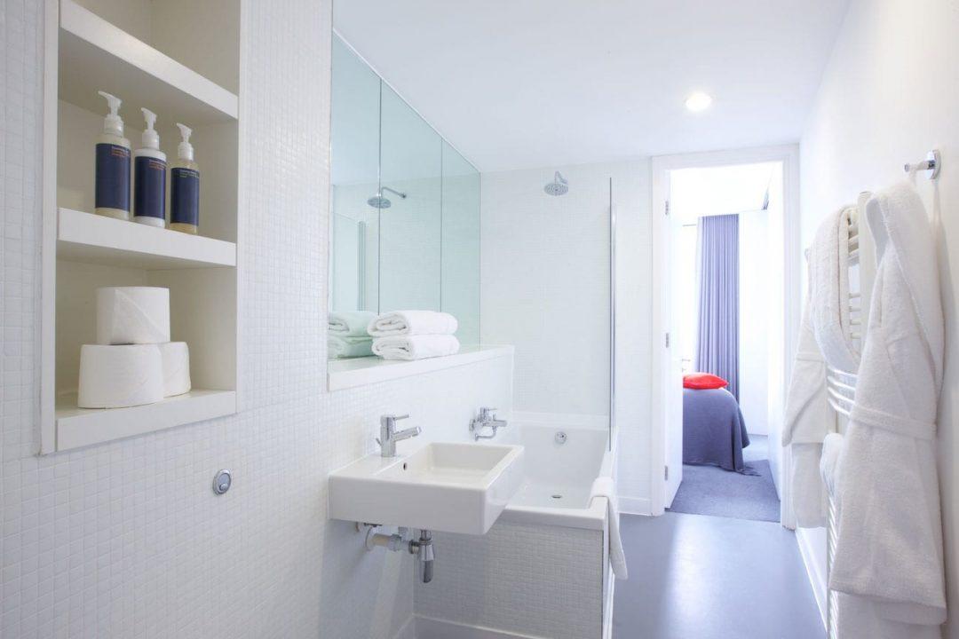 Staying Cool Clubman Apartment Bathroom