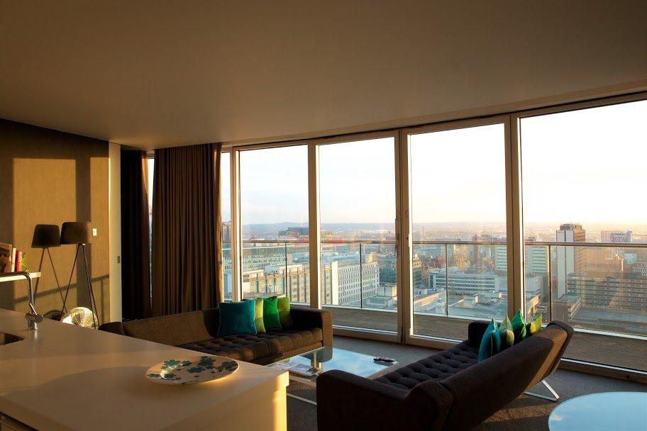 rotunda penthouse lounge with city views