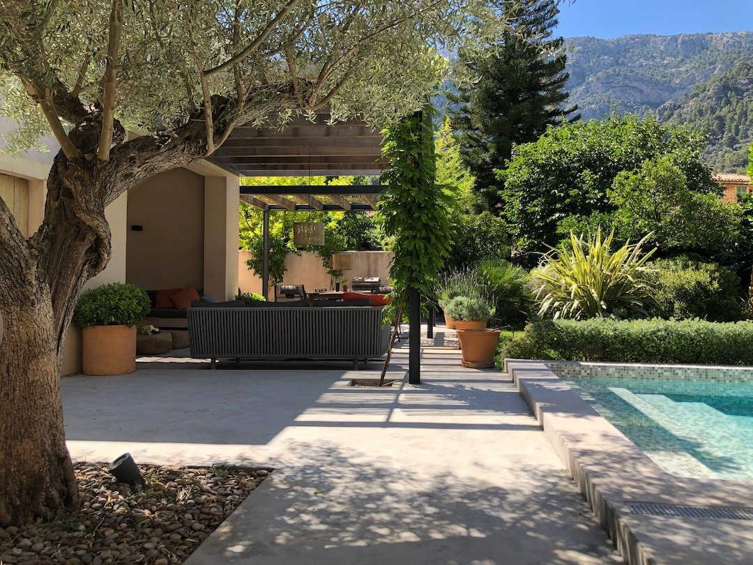 The-garden-and-swimming-pool-in-Staying-Cools-Soller-holiday-home-in-Mallorca-scaled